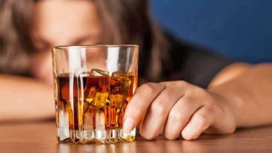 Photo of How does alcohol and tobacco use affect cholesterol levels?
